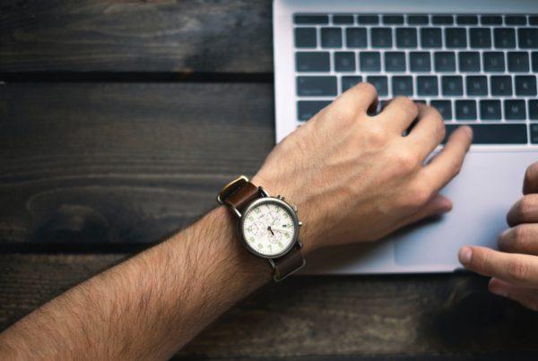 Écrire des textes clairs et sans fautes quand on est pressé par le temps